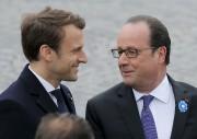 Dimanche matin, François Hollande (à droite) cèdera officiellement... (AP, Michel Euler) - image 4.0