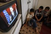 De jeunes Palestiniens écoutent le discours de Barack... (AFP) - image 2.0