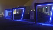 Les portes s'illuminent la nuit venue et leurs... (Le Soleil, Erick Labbé) - image 2.1