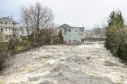 Le courant de la rivière Petite Décharge est... (Photo Le Quotidien, Gimmy Desbiens) - image 2.0