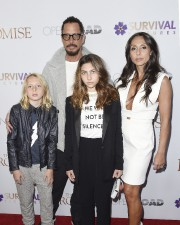 Chris Cornell et sa famille à New York,... (AFP, Nicholas Hunt) - image 2.0