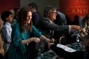 Julianne Moore et Todd Haynes signent des autographes... (AFP, Laurent Emmanuel) - image 5.0