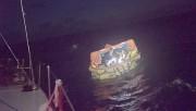 À bord d'un radeau de sauvetage pneumatique, les... (Image tirée d'une vidéo de Tristan Péloquin, La Presse) - image 1.1