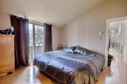 L'une des chambres de la maison. Trois d'entre... (Photo fournie par Centris) - image 1.1