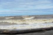 De puissantes vagues de trois à quatre pieds... (Photo Le Progrès, Gimmy Desbiens) - image 3.0