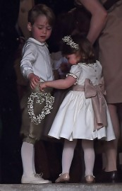 Le prince George et sa soeur, Charlotte.... (Photo Justin Tallis, REUTERS) - image 1.0