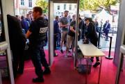 Les festivaliers doivent se plier au protocole de... (photoOlivier MORIN, agence france-presse) - image 2.0