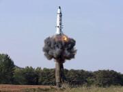 Un Pukguksong-2 a été lancé dimanche en Corée... (AP) - image 2.0