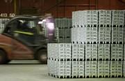 Des blocs de zinc attendent leur transformation.... (Photo François Roy, archives La Presse) - image 1.0