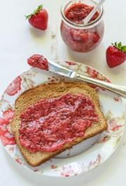 Confiture de fraises et de chia... (PHOTO TIRÉE DU SITE WELL PLATED BY ERIN) - image 3.0