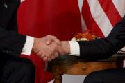 La poignée de main entre Donald Trump et... (AP, Evan Vucci) - image 1.0