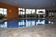 Les résidants profitent d'une piscine creusée chauffée, en... - image 1.0