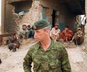 Pat Stogran, alors commandant des Forces canadiennes en... (PC) - image 2.0