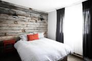 Les chambres du Lakehouse Hotel, un peu aménagées... (PHOTO BERNARD BRAULT, LA PRESSE) - image 3.0