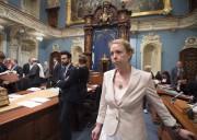 La ministre du Travail, Dominique Vien, a présenté... (La Presse canadienne, Jacques Boissinot) - image 2.0