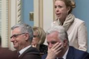 La ministre du Travail Dominique Vien (debout), le... (La Presse canadienne) - image 1.0