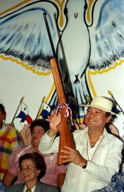 Manuel Noriega atravaillé avec différents services secrets en... (AP) - image 2.0