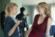 La réalisatrice Nathalie Teirlinck et Evelyne Brochu sur... (PHOTO fournie par 41 Shadows) - image 2.0