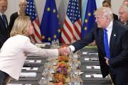Donald Trump serre la main à Federica Mogherini,... (AFP) - image 5.0