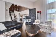 Le salon est séparé psychologiquement de la salle... (Photo fournie par Re/Max) - image 2.0