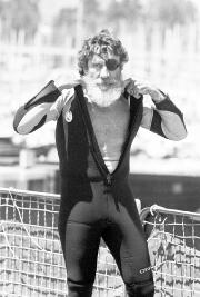 Jack O'Neill en 1982... (AP, Dan Coyro/The Santa Cruz Sentinel) - image 1.0