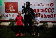 Des jeunes participantes àOne Love Manchester posent en... (REUTERS) - image 3.0