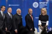 Megyn Kelly aux côtés du président russe et... (AP) - image 2.0
