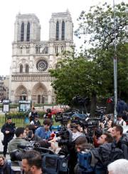 Nombre de journalistes se sont massés près de... (REUTERS) - image 2.0