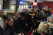 Les clients font la file au Dépanneur Peluso... (PHOTO FOURNIE PAR LE DÉPANNEUR PELUSO) - image 4.0