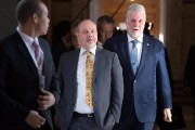 Philippe Couillard et son chef de cabinet, Jean-Louis... (Archives, La Presse canadienne) - image 2.0