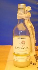 Un cocktail molotov découvert par les enquêteurs.... (PHOTO FOURNIE PAR LA Metropolitan Police London) - image 1.1
