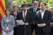 Au micro, le président catalan, Carles Puidgemont... (AFP, Lluis Gene) - image 8.0