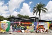 Les messages d'amour accumulés devant le bar Pulse.... (AFP, Gregg Newton) - image 2.0
