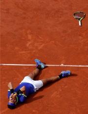 Rafael Nadal s'est laissé choir au sol après... (Photo Gonzalo Fuentes, REUTERS) - image 1.0