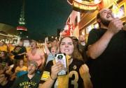 Des partisans des Predators ont regardé le match... (Photo AP) - image 3.0