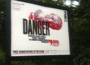 Une affiche promeut Julius Caesar dans Central Park,... (AP) - image 2.0