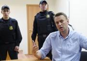 Alexeï Navalny s'exprime devant les médias après sa... (AFP) - image 2.0