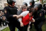 Des dizaines de milliers de personnes ont pris part à des... (AFP, Maxim Zmeyev) - image 2.1