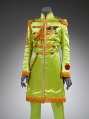 Costume de John Lennon pour Sgt. Pepper, 1967,... (Photo Victoria and Albert Museum, Londres, fournie par le MBAM) - image 2.0