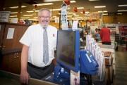 Robert Lafond, propriétaire du supermarché Provigo Lennoxville, constate... (Archives, La Tribune) - image 2.0