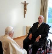 Helmut Kohl avait rencontré le pape Benoît XVI... (AFP) - image 2.0