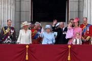 La famille royale a salué la foule rassemblée... (Photo Chris J Ratcliffe, Agence France-Presse) - image 1.0