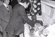 Gaétan Hart fait ses adieux à Cleveland Denny... (Photo archives La Presse) - image 7.0
