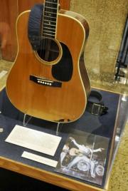 Un collectionneur en cour pour une guitare d'Elvis (AP) - image 2.0