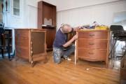 Hubert Soucy, artiste décorateur, ici en voie de... (Photo Marco Campanozzi, La Presse) - image 4.0