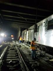Des employés du métro sur le lieu du... (AP) - image 2.0