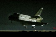 La navette Discovery lors de son atterrissage en... (Chris Carlson, Associated Press) - image 4.0