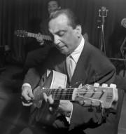 Le guitaristeDjango Reinhardt, que l'on voit ici dans... (photo archives agence france-presse) - image 1.1