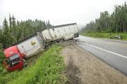 Le conducteur du train routier n'a pas été... (Photo Le Quotidien, Gimmy Desbiens) - image 2.1