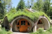 Le Hobbit est reconnaissable à sa porte ronde,... (Photo fournie par Entre cimes et racines) - image 2.0